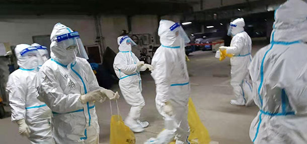 根据社区应对新型冠状病毒感染的肺炎疫情工作领导小组办公室的决策部署,25号,远大9名抗疫医务者组成的第二批核酸检测采样小队伍,进行核酸检测采集工作。1月27日,远大8名抗疫医务志愿者组成第三批核酸检测采样队伍,进入社区进行核算采集工作。